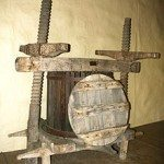 220px-Wine_press_from_16th_century