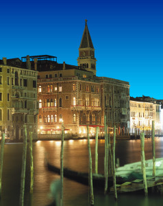 BP Il Palazzo by night